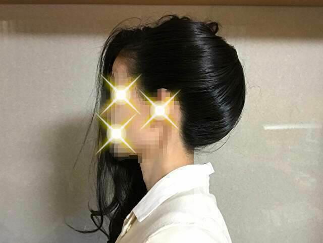 着物の髪型のアップのやり方、手順・左側のサイドの髪を被せる
