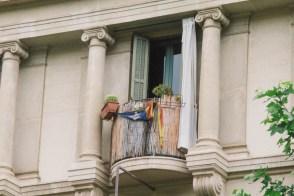 A destroyed Estelada flag remains hanging on a balcony near Plaça Catalunya.