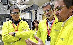 Secretary Perry visits Los Alamos