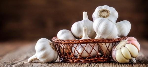 8 Cara Ampuh dan Alami untuk Menghilangkan Jerawat - Bawang Putih