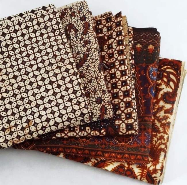 Beragam Baju Kombinasi Polos Modern dengan Batik - Kain Batik