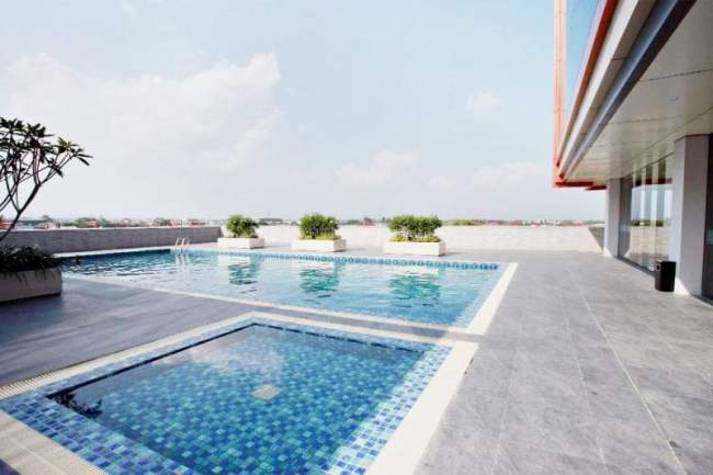 Kolam Renang Anak dan Dewasa Hotel Grand Karlita