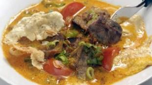 Ini 5 Kuliner Legendaris Jakarta yang Patut Anda Coba - Soto Betawi Haji Maruf