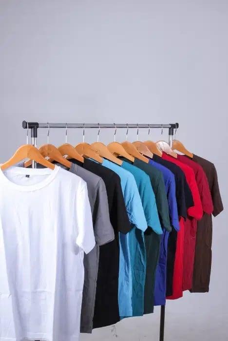 3 Warna Kaos Polos yang Disukai Banyak Laki-laki - kaos polos