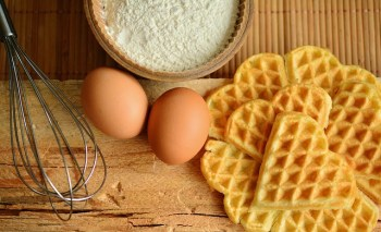 Store perishable food such as waffles and eggs safely.