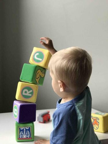 kid playing blocks puzzles for spatial sense
