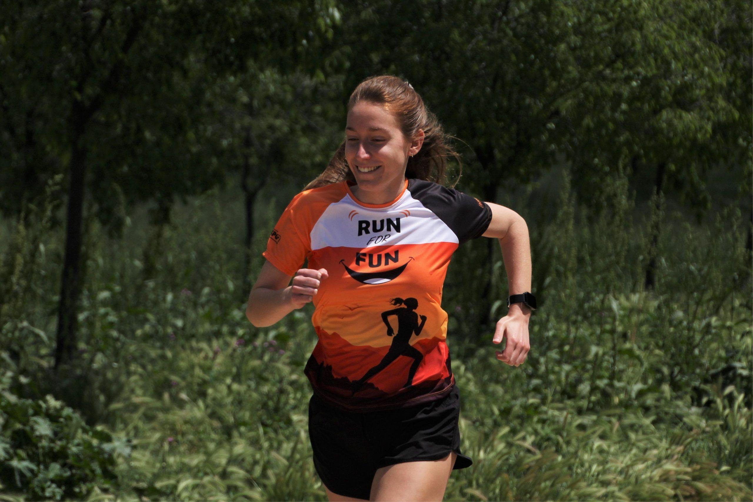 run for fun chica acordeon