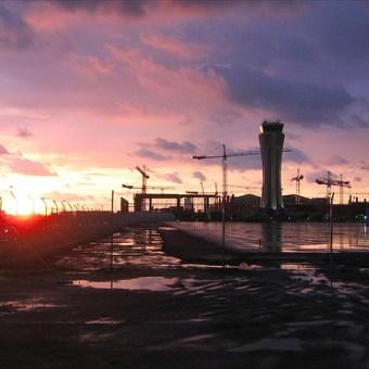 Amanecer trabajando en la obra del aeropuertodeMálaga.