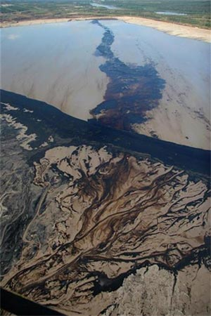 Pollution from tar sands production