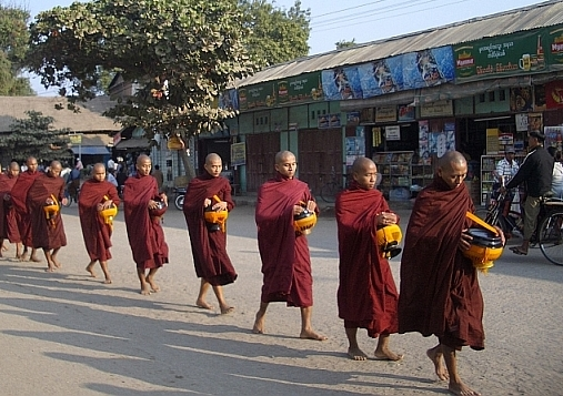 Bagan monks