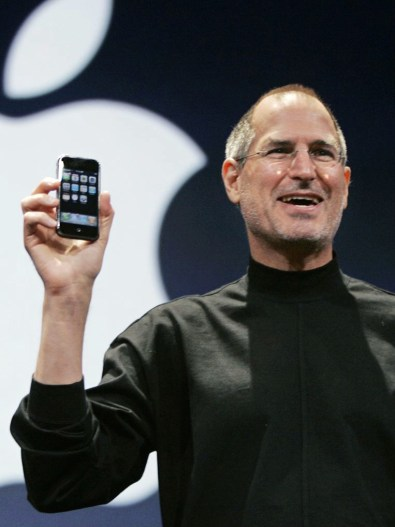 Steve-Jobs-iPhoneNew