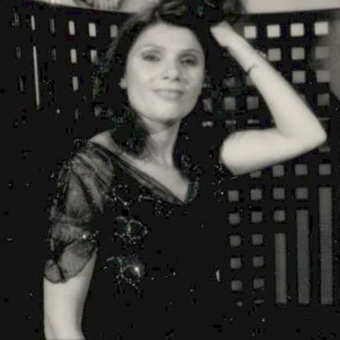 author-wearing-1930s-vintage-lace-dress