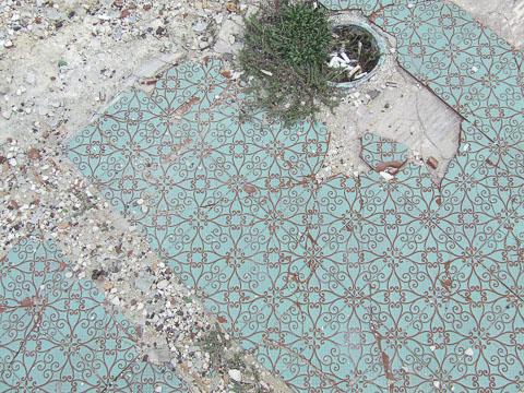 broken-mosaic-brindisi