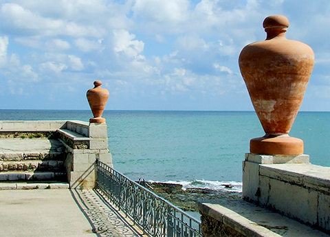 two-urns-and-the-sea