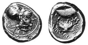 Fig. 17: Didramma eubeo-attico di Cuma D/Testa femminile(Atena/Amazzone)con elmo corinzio; intorno ΚΥΜΑΙΟN R/Mitilo sorretto da un granchio (Paris SNG n. 553 = de Luynes n. 147 = N. K. Rutter 30a, gr. 8,45)