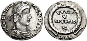 Figura 8) Giuliano II Augusto. 360-363 AD. AR Siliqua (15mm, 1.71 g, 7h). Zecca di Lugdunum. FL CL IVLIA-NVS PF AVG, capo diademato con perle, busto corazzato e drappeggiato rivolto a destra / VOTIS V/ MVLTIS X inscritto in una corona; LVG. RIC VIII 218; RSC 163†c. (www.cngcoins.com)