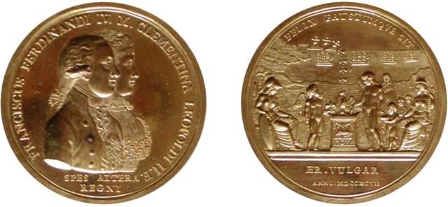 Figura 5: 1797 per le nozze del Duca di Calabria con Maria Clementina d'Austria (D'Auria 54); D./ FRANCISCUS FERDINANDI IV . M . CLEMENTINA LEOPOLDI II . F . Busti affiancati a destra del Duca di Calabria e della Duchessa; sotto, SPES ALTERA / REGNI e, nel taglio del braccio, D. PERGER. R./ FELIX FAVSTVMQUE SIT (Che sia felice e fausto). Minerva seduta a sinistra, tiene una lancia e uno scudo, al centro Cupido con l'arco e un giglio nella mano, rivolto verso un Genio alato che nei pressi di un'ara è intento ad accendere il fuoco propiziatorio; dalle fiamme si libera la fenice.. A destra Cerere seduta e davanti a lei tre fanciulli offerenti. Sullo sfondo la costa pugliese, quattro navi e nel cielo stormo di uccelli che scende verso terra. All'esergo, ÆR.VULGAR / ANN.MDCCXCVII.