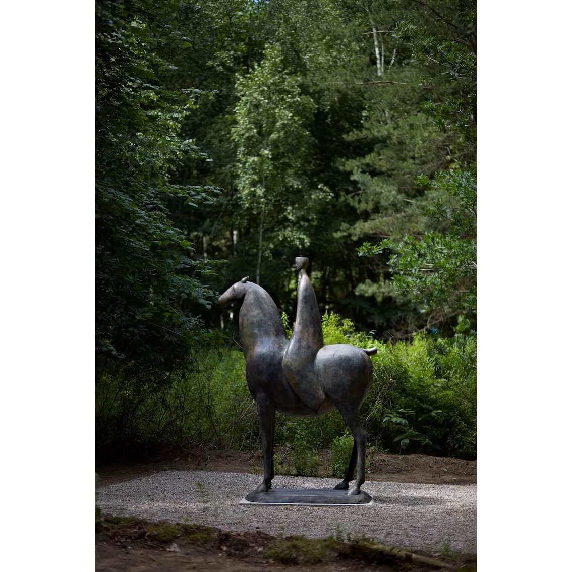 sculpture ARRIVAL by Shona Nunan, bronze