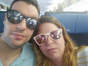 Selfie de David y laura en el asiento del avión