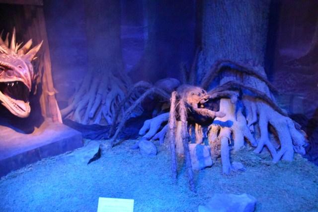cabeza de dragón y araña gigante