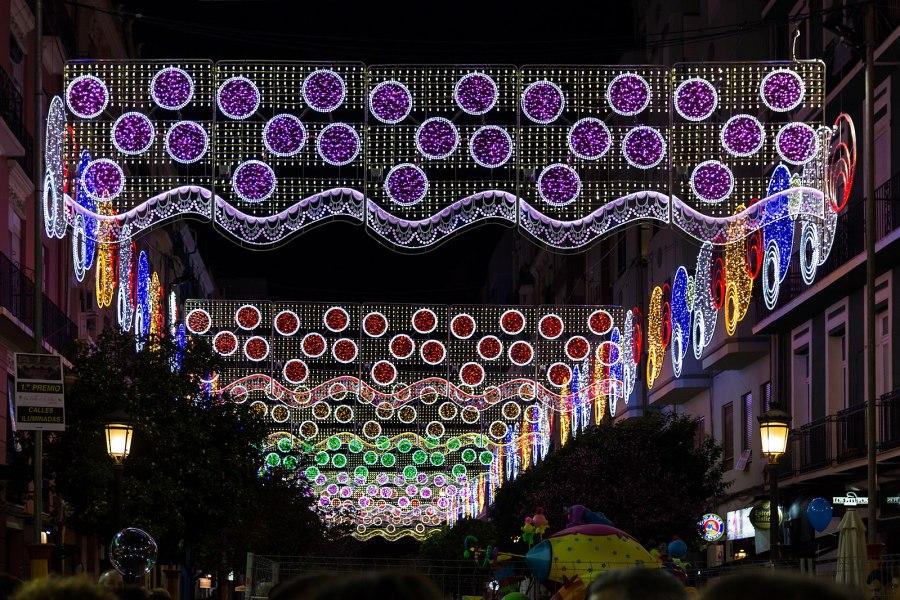 Iluminación de las calles en fallas
