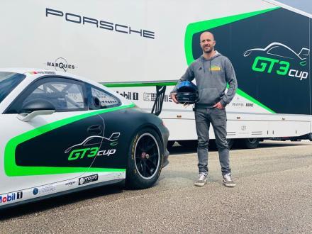 José Monroy de Porsche 911 na corrida  de apoio da Fórmula 1 em Portimão