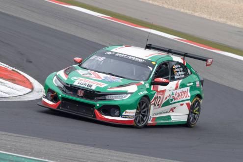 Tiago Monteiro no pódio nas 24h de Nurburgring