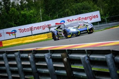 Henrique Chaves prossegue luta pelos títulos em Nurburgring