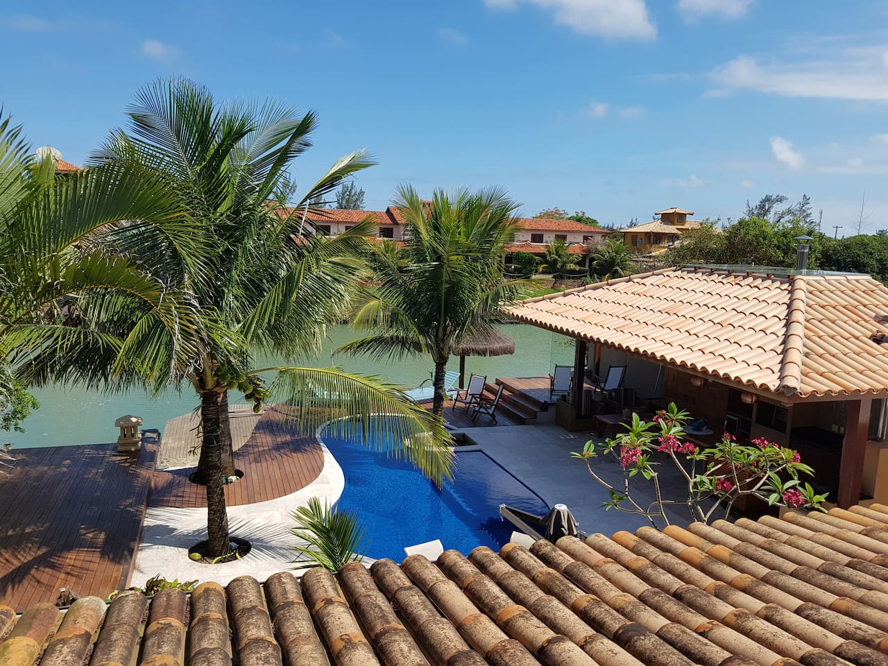 Airbnb em Búzios / Mansão a beira do canal na Praia Rasa