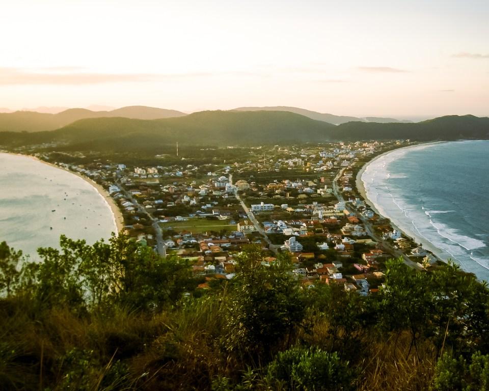 Melhores Praias de Santa Catarina / Praia do Canto Grande, Bombinhas