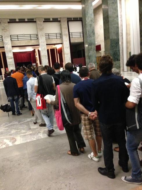 in fila per 'L'arbitro' all Sala Perla
