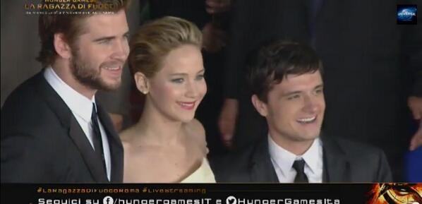 Da sinistra: LIam Hemsworth, Jennifer Lawrence e Josh Hucherson sul red carpet a Roma