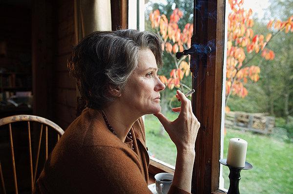 Barbara Sukowa è Hannah Arendt nel film della von Trotta