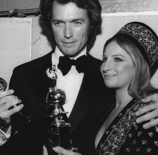 Dagli archivi del premio. Clint eastwood e Barbra Streisand con i Golden Globes vinti nel 1971. Photo Credit: HFPA