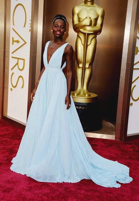 Lupita Nyongo'o in Prada sul red carpet, la meglion vestita al momento.