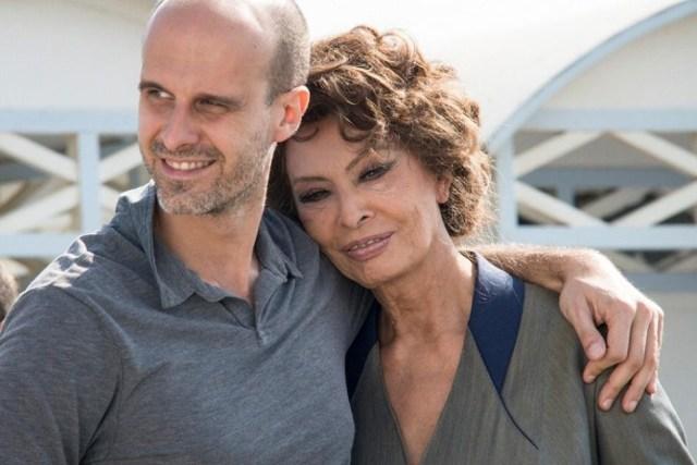 Sofia Loren con il figlio Edoardo a Napoli per girare 'La voce umana'. Il corto verrà presentato a Cannes.