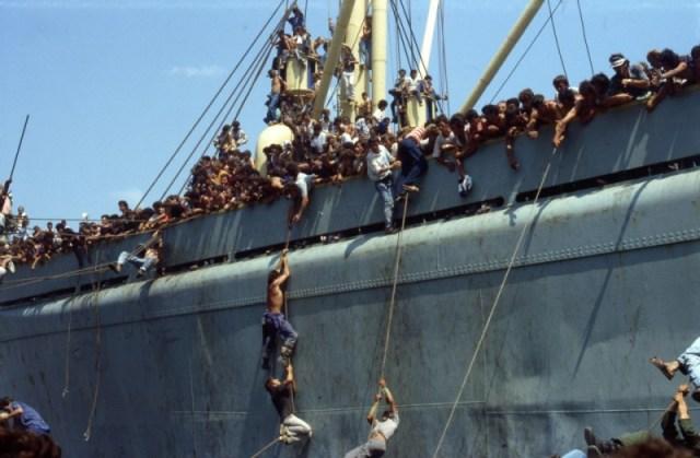 anija-la-nave-una-scena-tratta-dal-documentario-sullo-sbarco-della-nave-albanese-257933