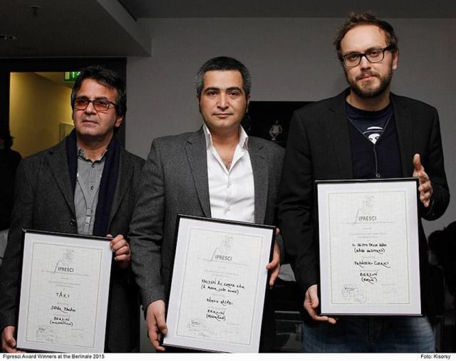 Francesco Clerici (a destra) a Berlino con il Fipresci. Con lui Jafar Panahi (a sin.), vincitore del Fipresci per il Concorso, e Hamed Rajabi, vincitore per la sezione Panorama.