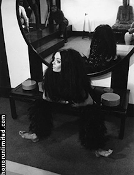 Barbara Steele - FERMATE IL MONDO... VOGLIO SCENDERE (1968) 02
