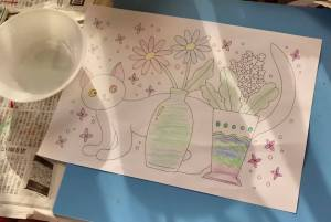 花と猫の塗り絵を塗った図
