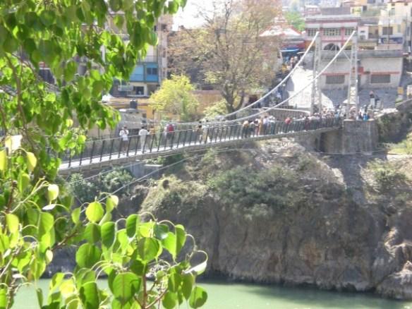 גשר החבלים בלקסמן ג׳ולה, רישיקש