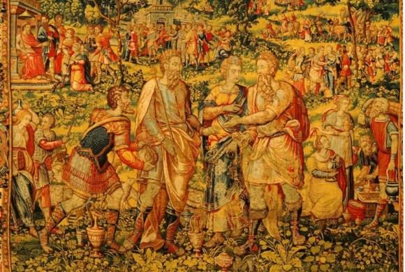 אבימלך מחזיר את שרה לאברהם. משרת מוסר שק כסף לאבימלך, ואברהם מושיט את ידו בכדי לקבל את השק. מסביב סצנות ודמויות נוספות מן הפרשה. גויבל, פרנז. שטיח קיר רקום | מוסד דייטון לאמנות, דייטון תאריך: 1560 – 1570 בקירוב