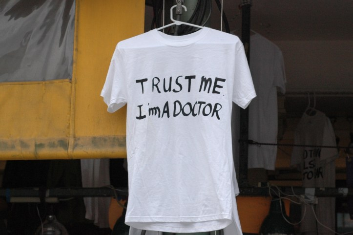 T-shirt with handwritten text: Trust me, I'm a doctor