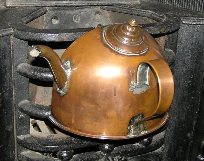 Early Twentieth-Century Kettle. (Cambridge and County Folk Museum/National Education Network Gallery)