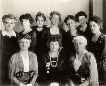 The National League of Women Voters Board of Directors at the February 1920 Chicago Convention. (US Library of Congress)