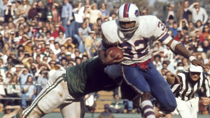 O.J. Simpson playing for the Buffalo Bills in the NFL. (Tony Tomsic/Getty)