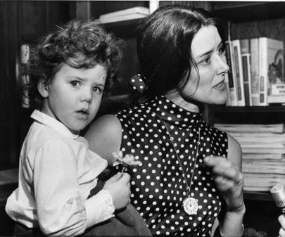 Pat Schroeder with her daughter, who Schroeder brought to work during her first term in Congress in 1973. (Charles Gorry/AP)