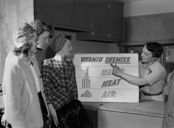 Ida Lansden, a home economist, explains the importance of preserving vitamins in food during wartime rationing, 1943. (Ann Rosener, Office of War Information/US Library of Congress)