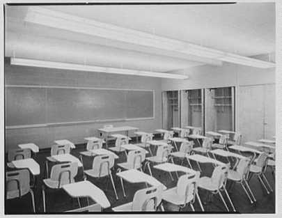 Fairleigh Dickinson, Teaneck, New Jersey. Classroom building, classroom (Library of Congress | Public Domain)