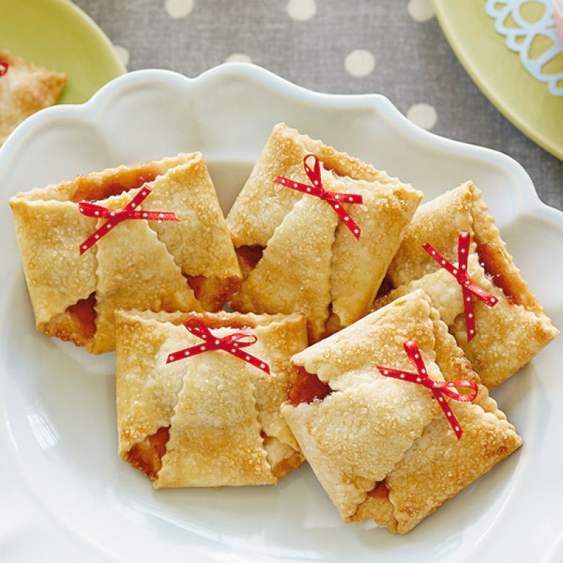 baby shower food ideas - Diaper Strawberry Tarts